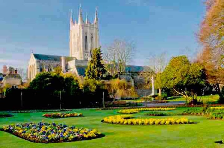 Bury St Edmunds, Abbey Gardens. This is the perfect spot for enjoying peace and quiet whilst watching the world go by.
