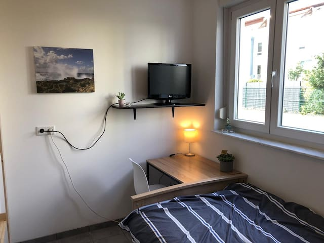 Separate single room close to Frankfurt City