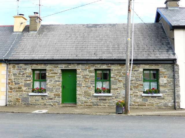 Cute Cottage Carrigaholt West Clare - Clare - Casa
