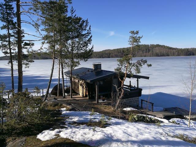 Saunakallio - Unique wooden cottage on the lake.
