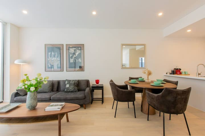 Luxury Penthhouse Living -in the heart of Kirrawee