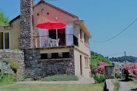 Maison avec terrasse, jardin, vue mer et montagne