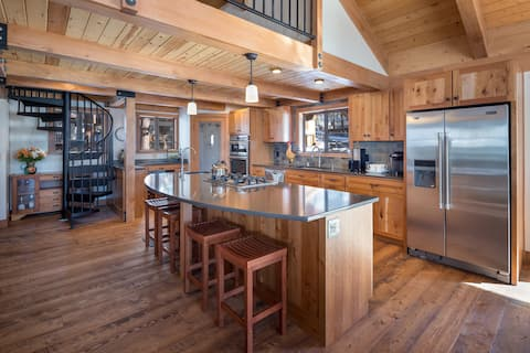 Newly Remodeled Luxurious Craftsman Home Sleeps 10