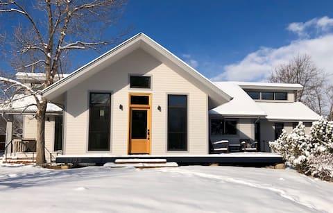 Sunny, clean, family-friendly Boulder studio