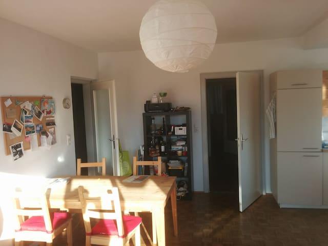 Private Room above Innsbruck. - Innsbruck - Apartamento
