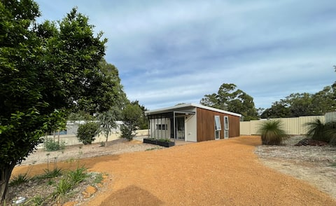 Private Cabin in the Perth Hills 2BR & Kitchen