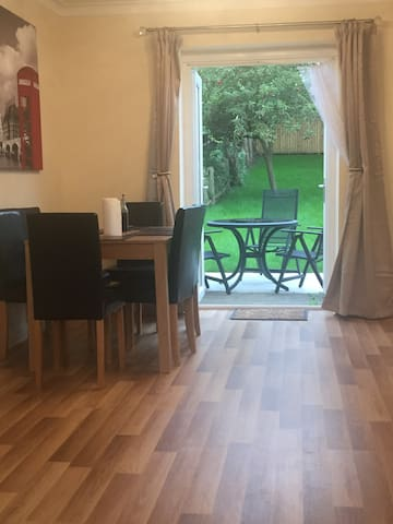 **NEW** 3 bed spacious semi,5 min bus ride to town