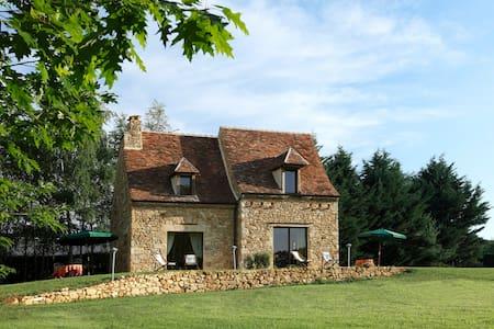 PROCHE SARLAT GITE DE CHARME 2/3 PERS AVEC PISCINE - Saint-Crépin-et-Carlucet