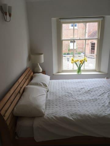 Ensuite Bedroom .