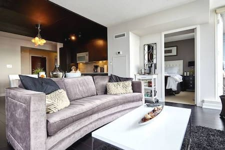 Luxury 3 full Bedrooms + Lake View - Toronto
