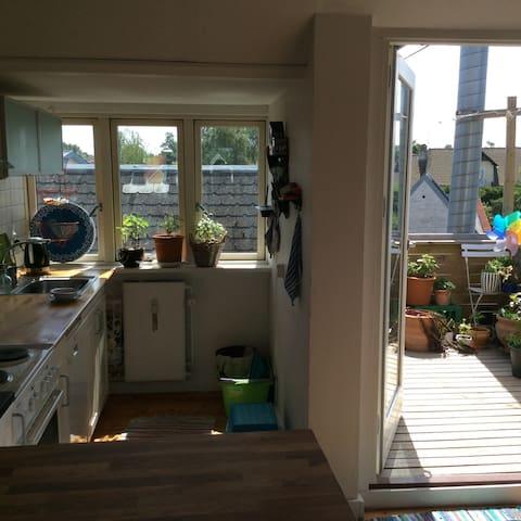 Lyst og hyggeligt med hav- og søkig midt i Hornbæk - Hornbæk - Apartment