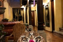 Hermosa velada junto con el hermoso sonido del agua producida por la fuente. - beautiful evening together with the beautiful sound of water produced by the fountain