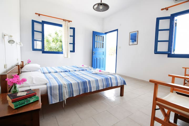"""Thalassitis"" coastal apartment 4"