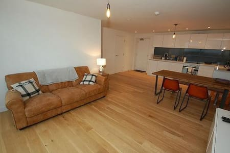 Brand new 2 bed City Penthouse + Parking - Manchester