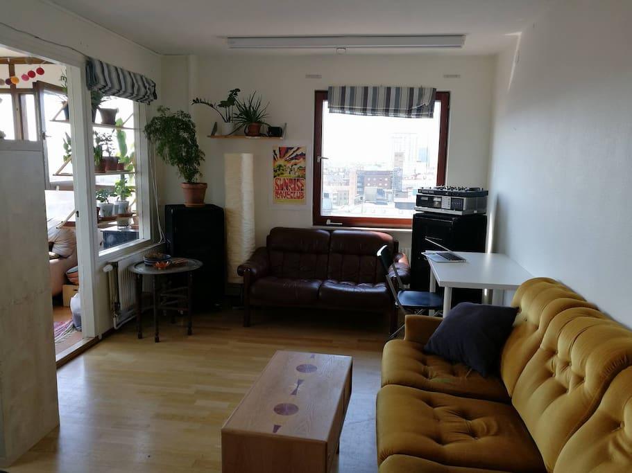 Livingroom with speakers