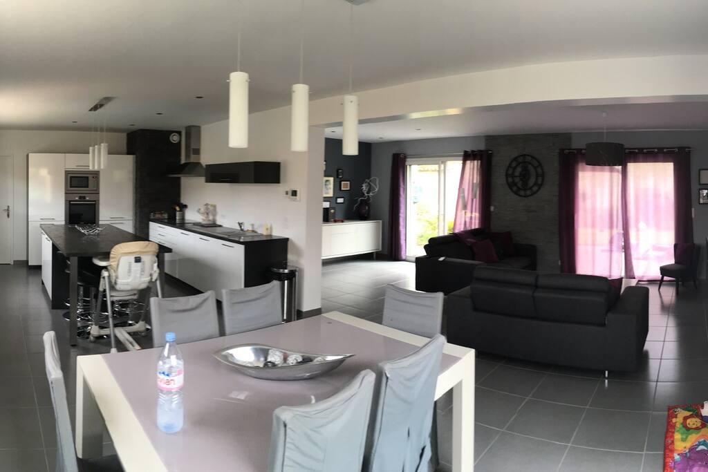 Belle maison moderne houses for rent in b ny sur mer for Maison moderne 140m2