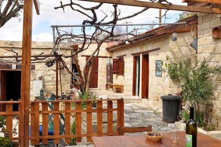 Lambros Vrakas Country House - Stavlos - Agios Amvrosios - บ้าน