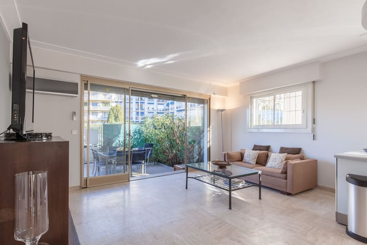 CHIC AND MODERN APT WITH TERRASSE - LA CROISETTE
