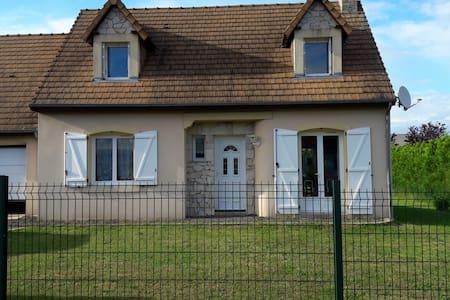 Chambre dans pavillon au calme - Yvré-le-Pôlin - Dům