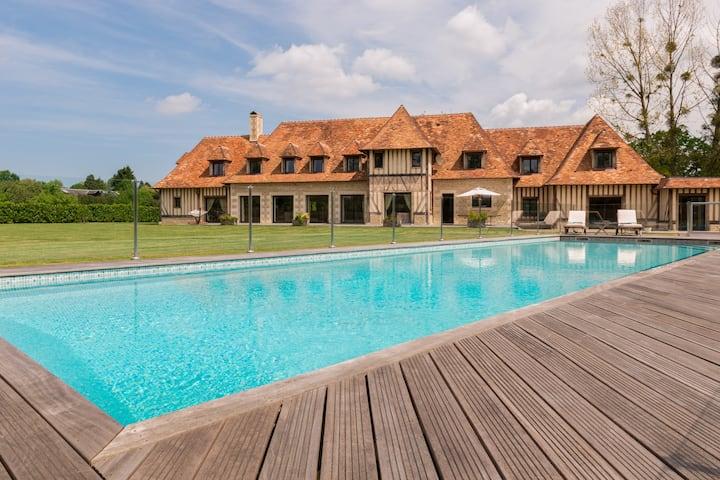 Villa de 600m² avec grand jardin et piscine