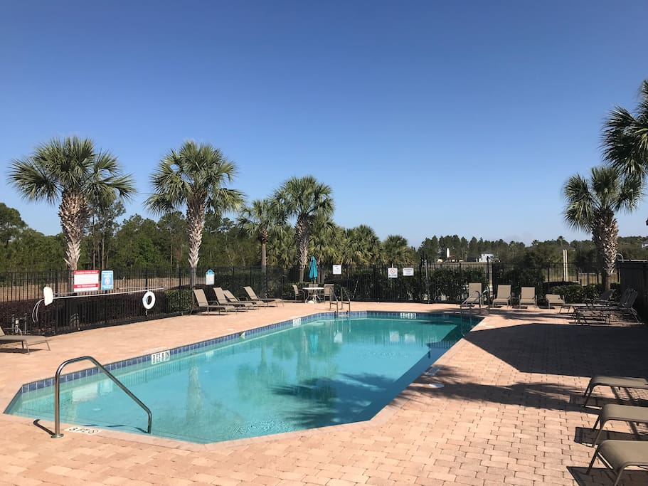 Gated large pool. showers, sunbathing chairs, umbrellas, washrooms, recreational area with basketball court, playground... guests have full access to everything.