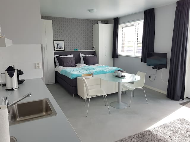 Quiet, luxurious studio near flowerfields and sea - Noordwijk - Ferienunterkunft