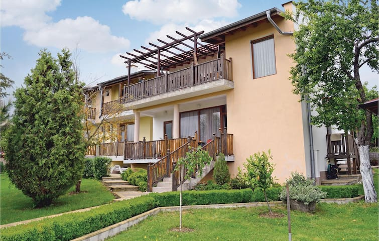 Holiday cottage with 4 bedrooms on 120m² in Village Fazanovo