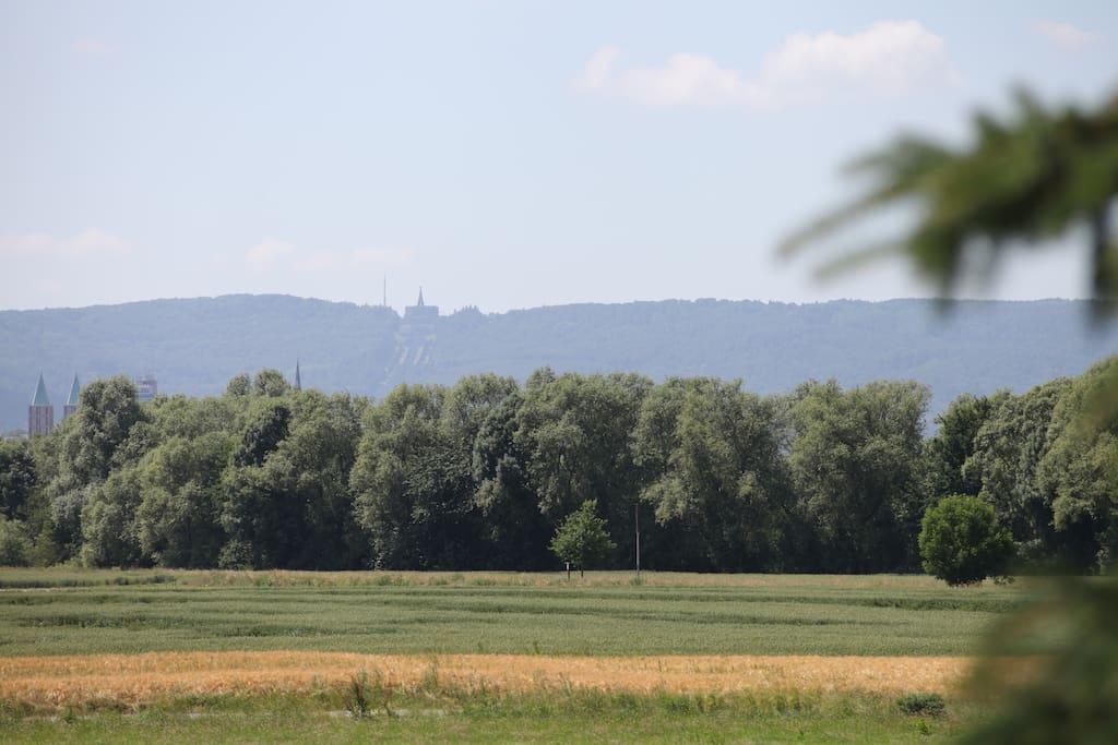 Blick vom großen Balkon auf den Herkules (Weltkulturerbe).