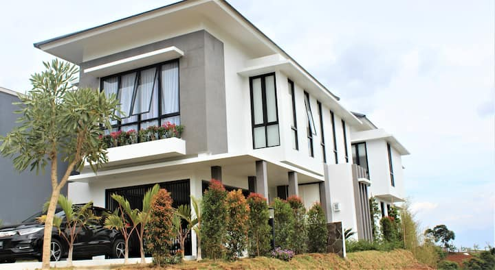 Spectacular brand new home in the hills of Bandung