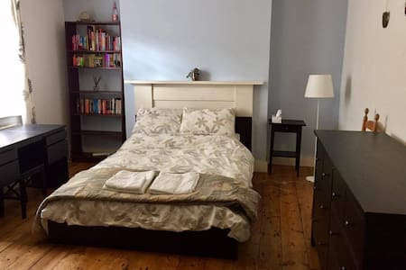 Double bedroom, own bath and kitchen in Islington - Dom