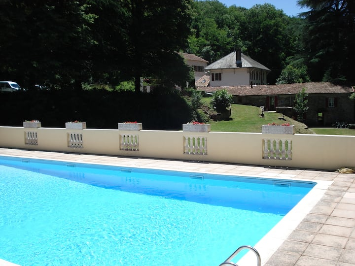 'Limoux' is a 3 bed cottage overlooking a river