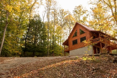 Log Cabin in the Heart of Hocking Hills