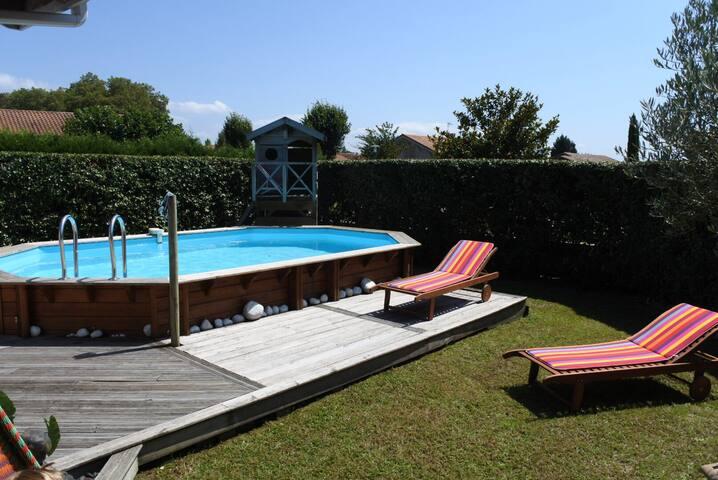 Villa familiale avec piscine proche hossegor huizen te for Piscine hossegor
