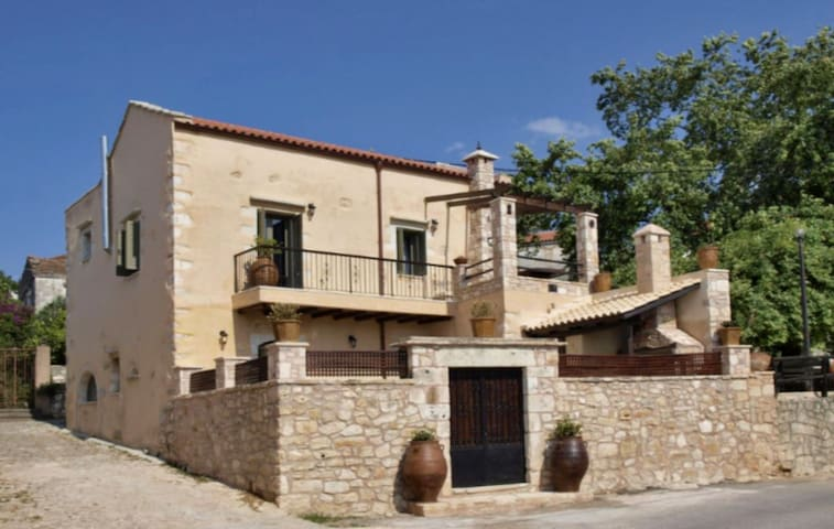 Villa Irilena, for up to 10 people