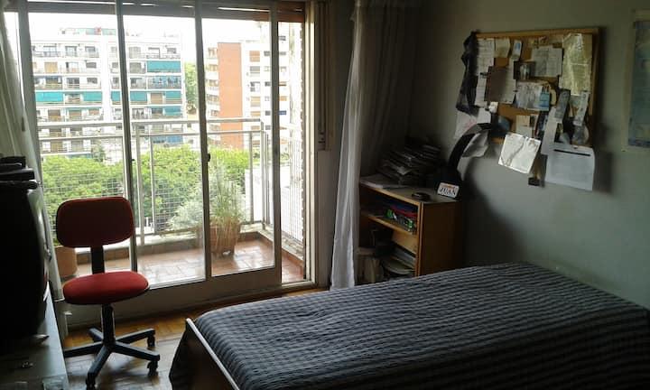 Excelente Habitación individual. Amplia y luminosa