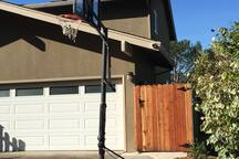 Guest Separate entry through the garden side gate; please look for the landmark: Basketball stand.