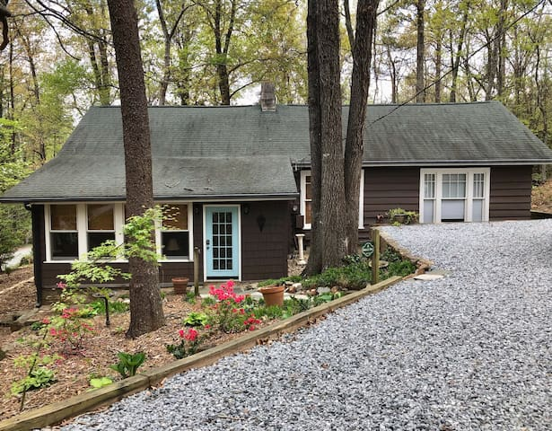 Charming Home near FENCE TIEC Tryon & Landrum