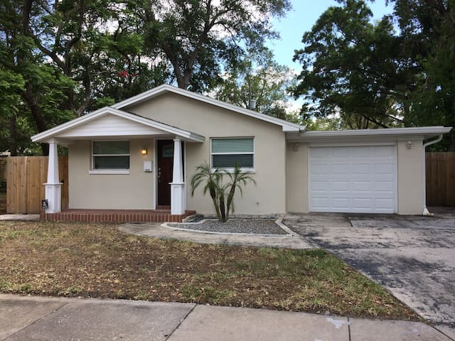 Peace-filled Beautiful Home next to Downtown Tampa