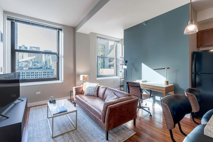 Ideal Loop 1BR w/ Gym, Pool, nr. Theatre District, by Blueground