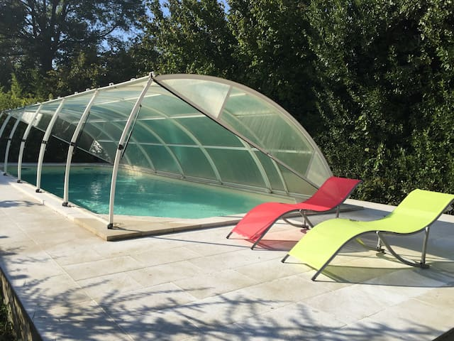 Your 30° swimming-pool from April to september