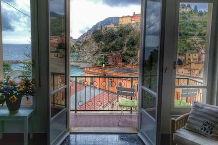 Front beach villa Monterosso centre - アパート