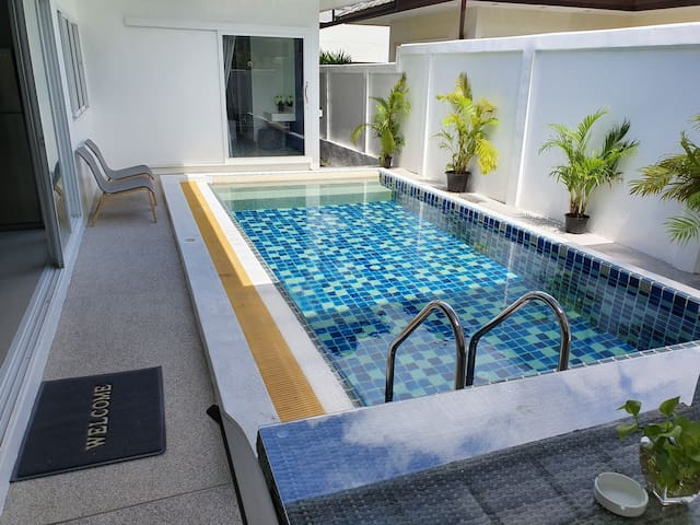Family Pool Villa 3 Bedroom near Laguna