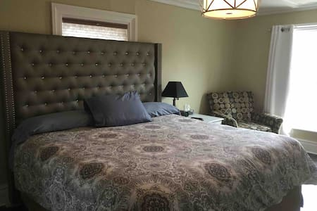 Downtown Private Bedroom - King Bed - ONCE@426