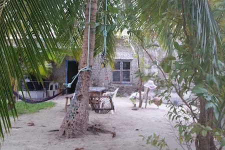 Old traditional Maldivian house - Thulusdhoo