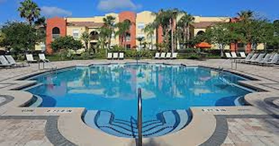 1 bd stylish condo 10 min from all parks