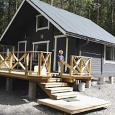 Sunny lakeside cottage+sauna near to national park