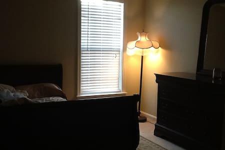 3 big bedrooms, great location. - Fort Belvoir