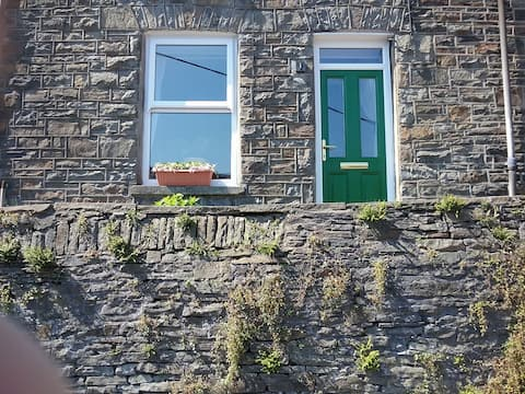 Cornerstone Cottage, Mountain Ash.