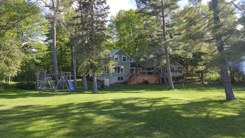 Lakeside Home: Book June 2018 & Labour Day/Sept!