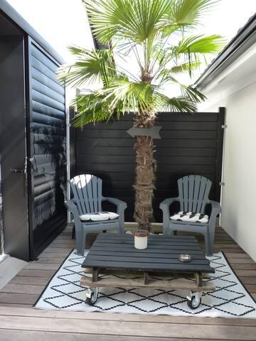 Studio indépendant dans maison au calme